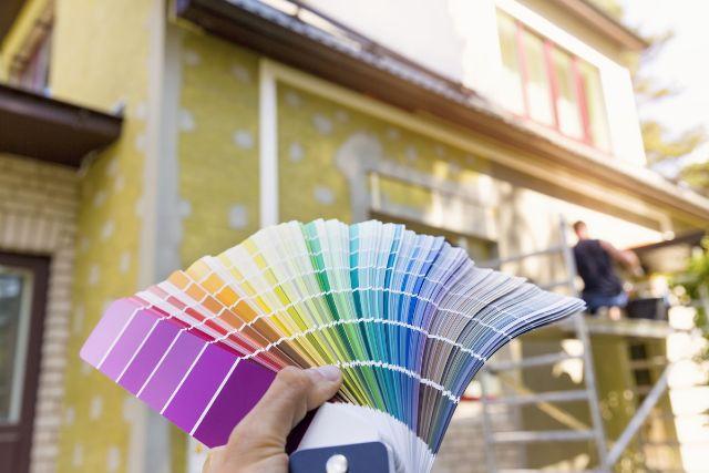 住宅とカラーチャート